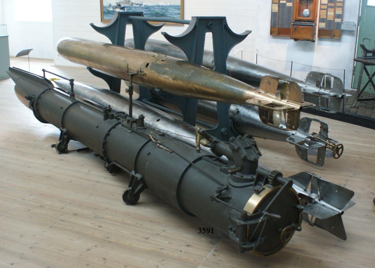 Däckstorpedtub m/93 för 38 cm torped. Nr 207. Har tillhört torpedbåten Meteor, Nr 28.