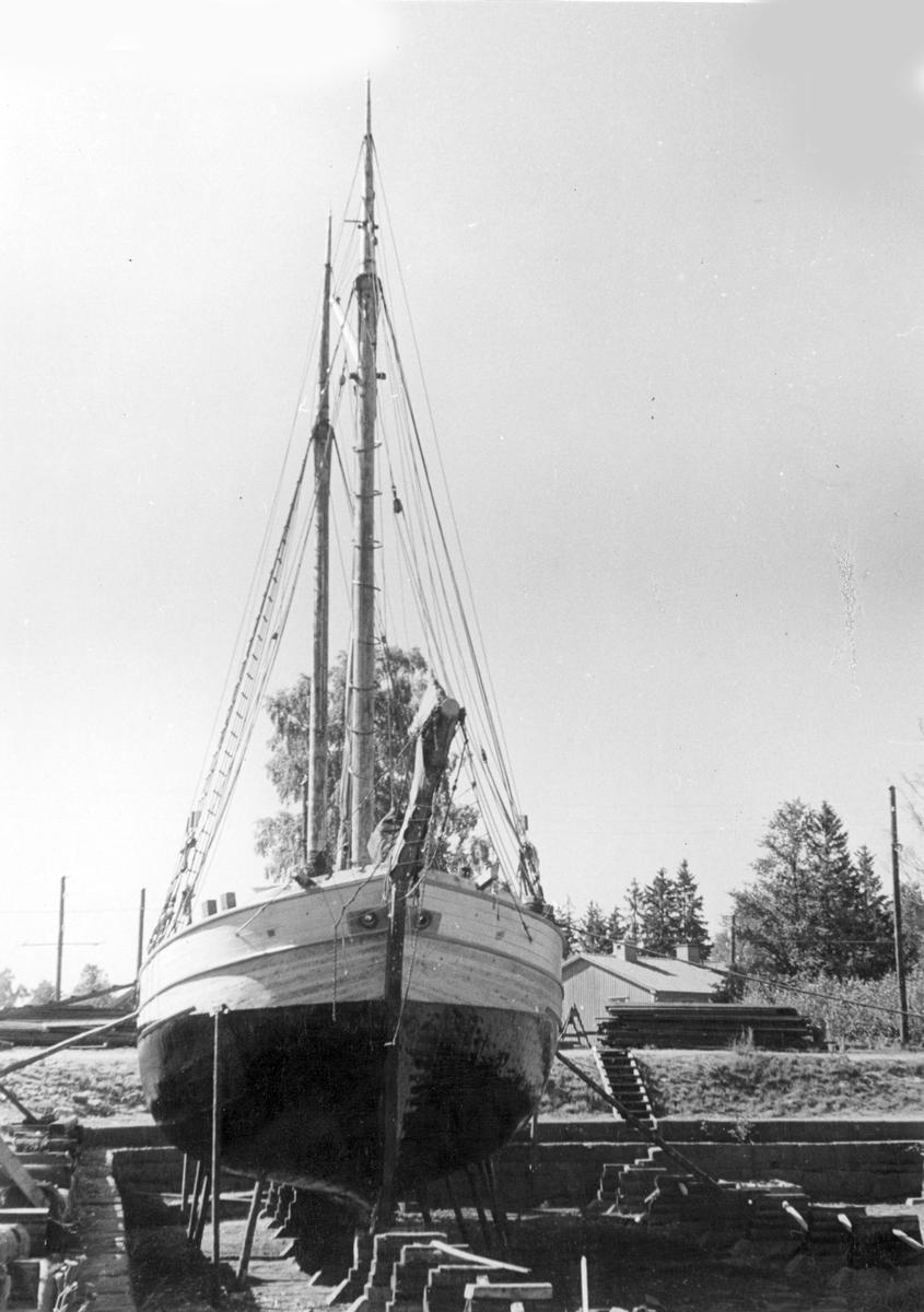 Fartyg: MARIA                          Reg. Nr.: 568 Rederi: Tore Johansson Byggår: 1891 Varv: Sjötorp Övrigt: foto i juli 1945 Identiskt neg F2004 Shipping & shopping