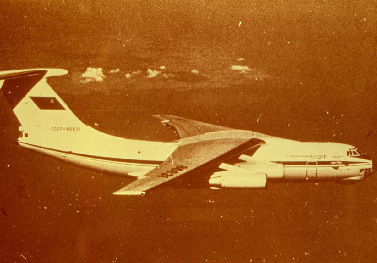 Russisk fly av typen Candid.