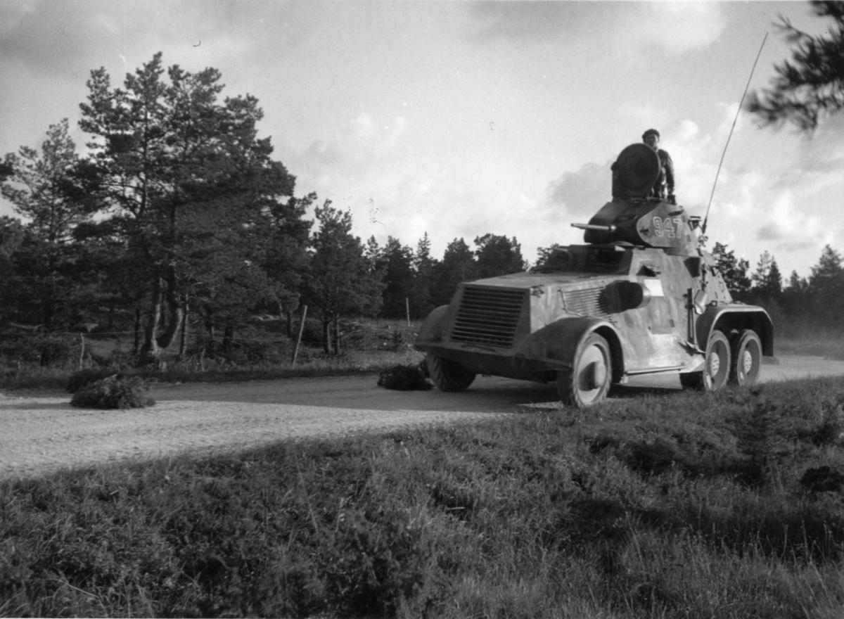 Pansarbil m/1941, vid Haugvar på Gotland. P 18.
