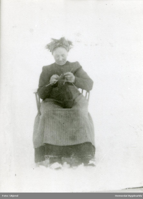 Margit O. Tuv, gift Brandvoll (1848-1932). Biletet er teke ein gong i 1920-åra.