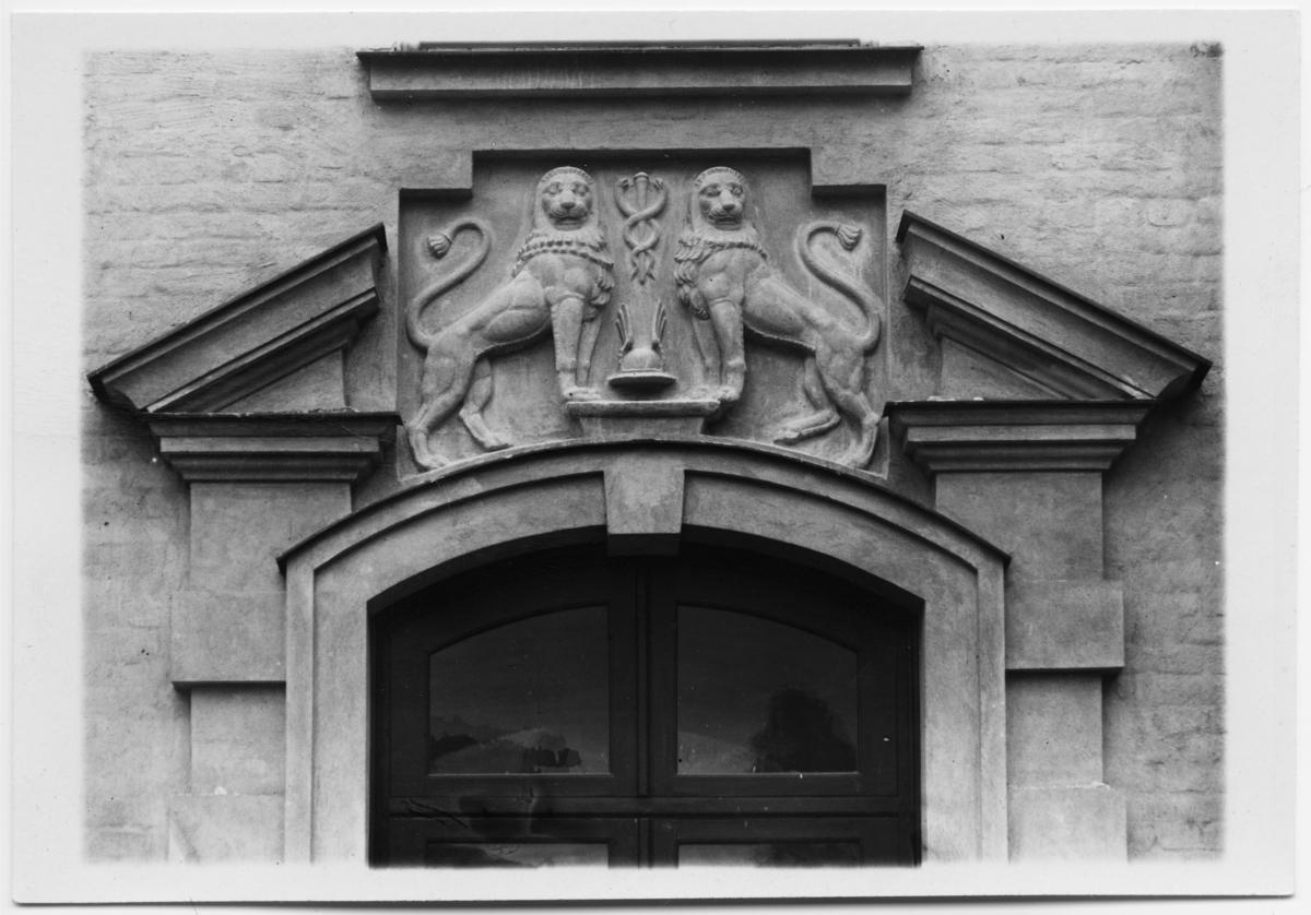 Handelshögskolan, Stockholm Detalj, entré