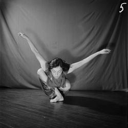 Dansbild med Birgit Åkesson.