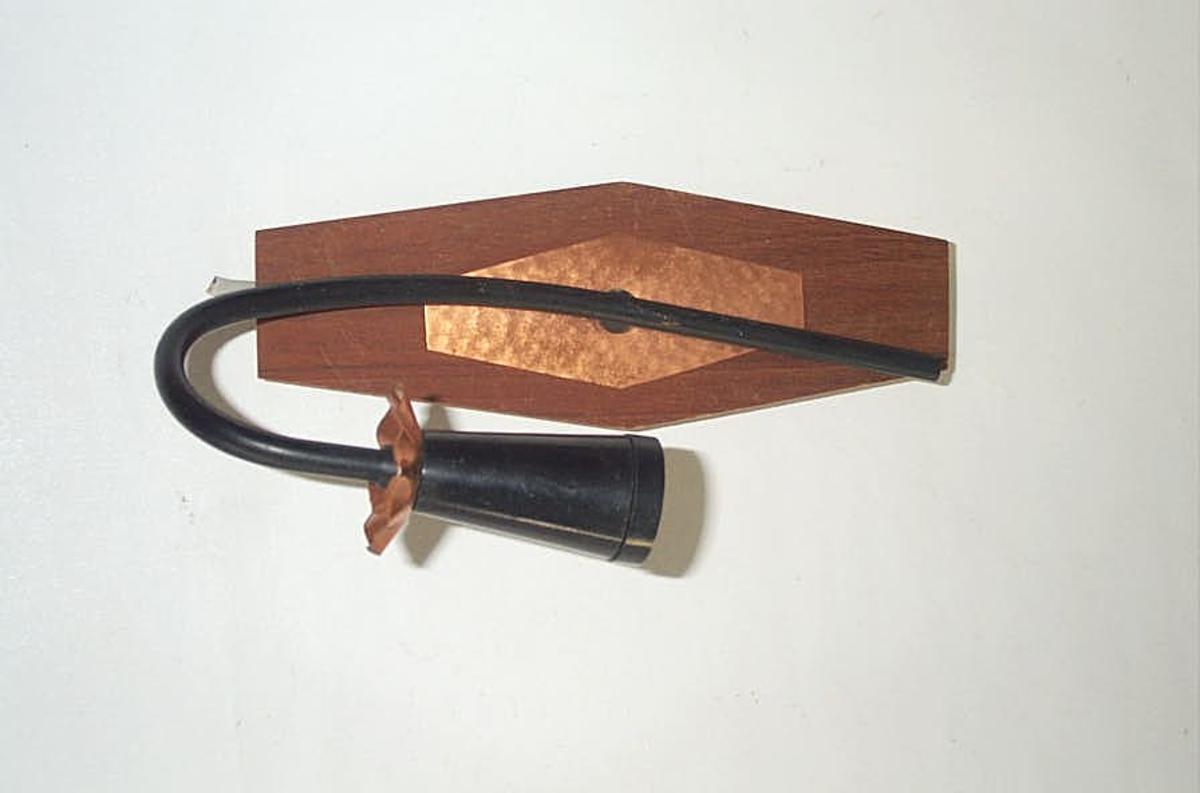 Form: Rektanguler plate til feste av lysarm/armatur