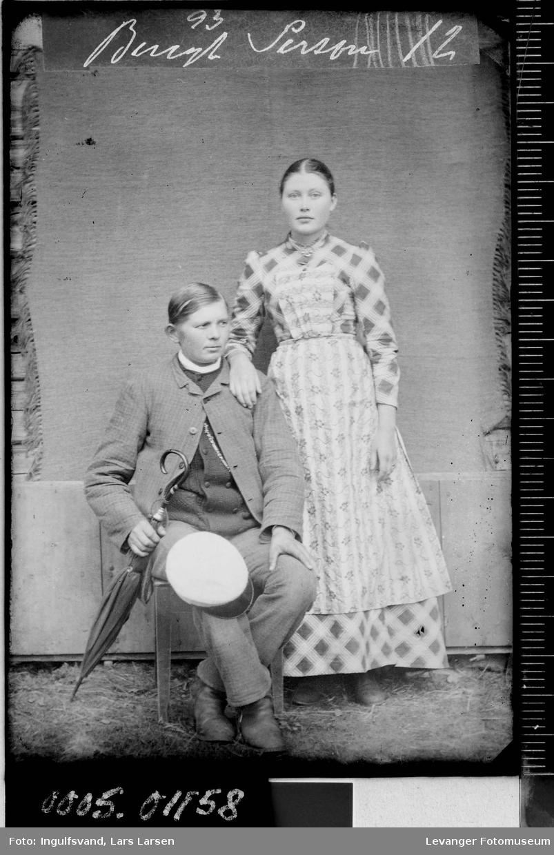 Portrett av kvinne og mann.