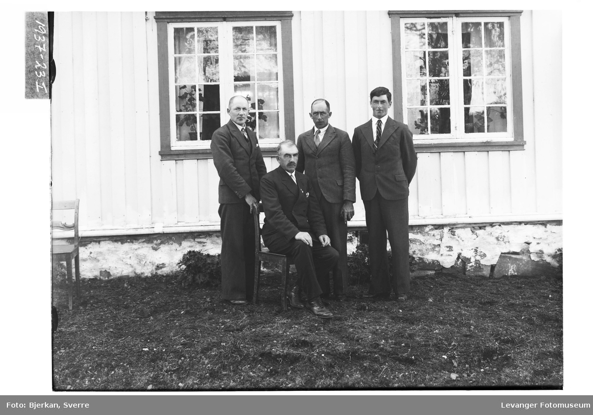 John Segtan med sine sønner, Henrik, Sverre og Arve Segtan