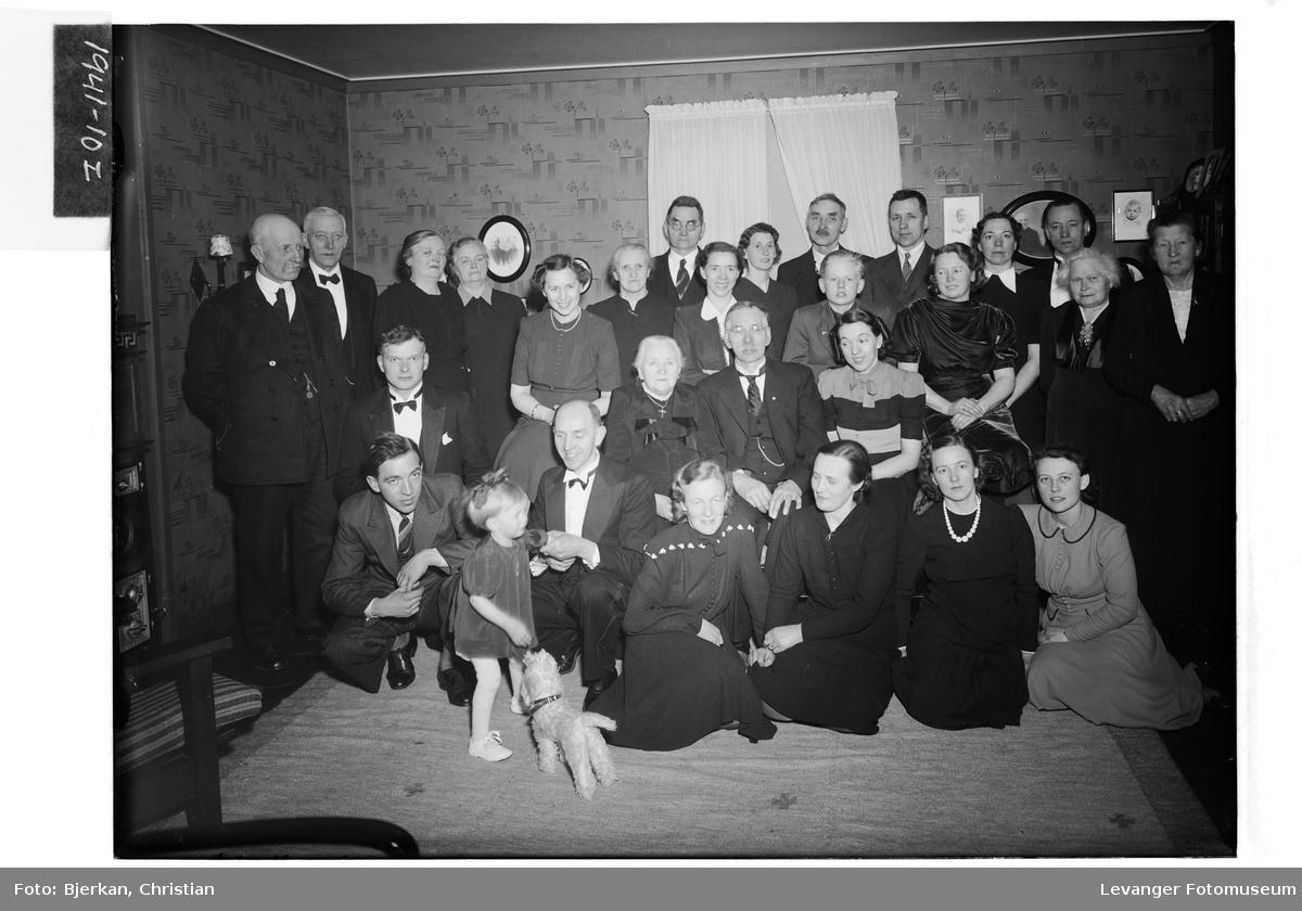Gullbrudeparet Karlgård med famile