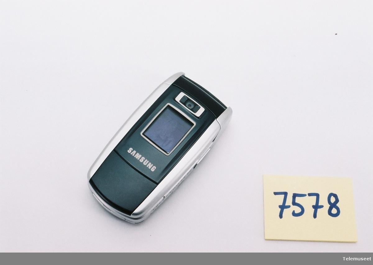 Samsung SGH-Z500 GSM 900/1800/1900 FCC ID: A3LSGHZ500 IMEI: 355909/00/408152/0 S/N: R1WY845478E Batteri: 3,7 Li-ion polymer BST 4299BE