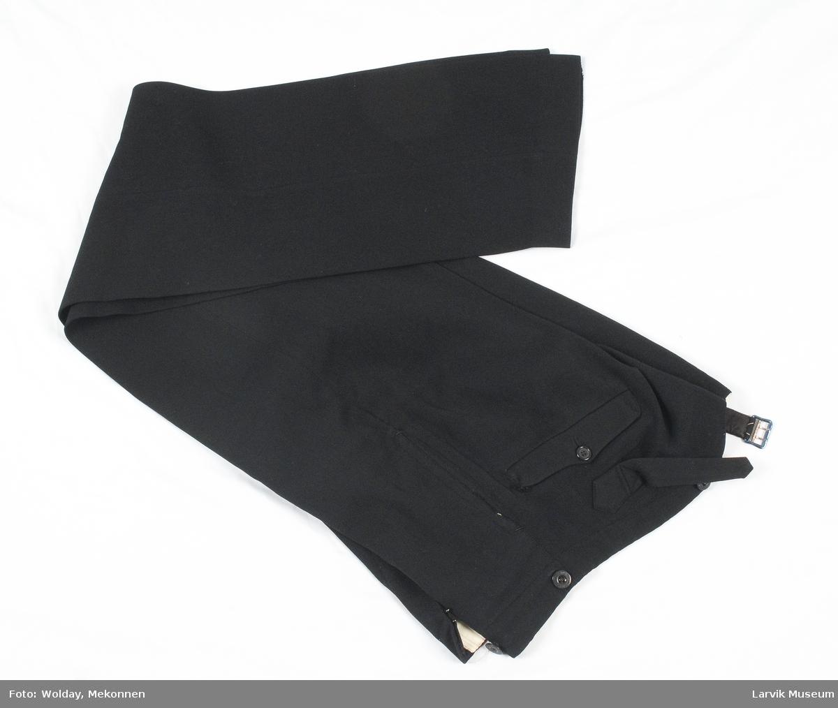 Form: stripet,lyst fór i linningen og beige