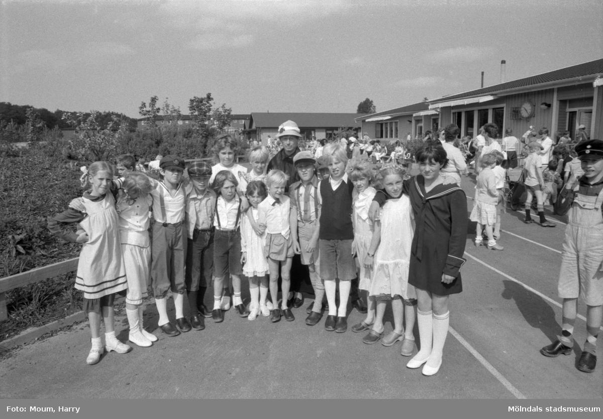 Skolans dag på Liveredsskolan i Kållered, år 1984.  För mer information om bilden se under tilläggsinformation.