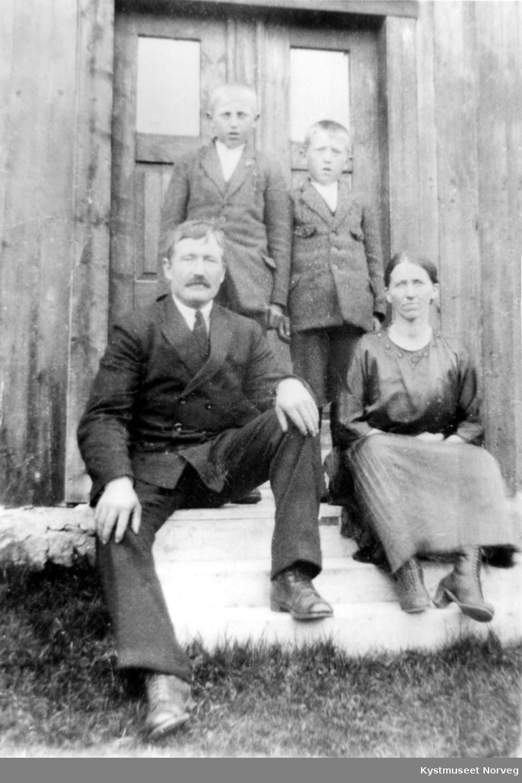 Alfred og Kaia Nilsen med Alfreds sønner Thorvald og Reidar Nilsen fra hans første ekteskap