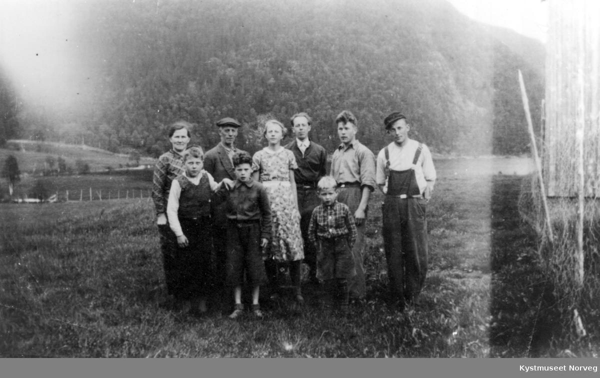 Fra venstre: Martha Øian, Francis Øian, Olai Øian, Georg Estensen, Oddveig Øian Halsan, Fridtjof Michelsen, Sidney Øian og Halvert Øian