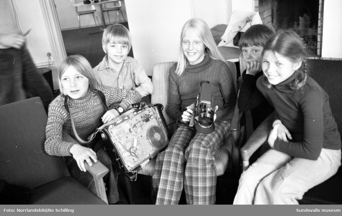Tv-program från Sundsvall, barn testar utrustningen.