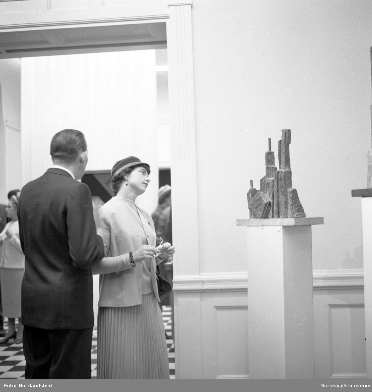 Vernissage på Sundsvalls museum med en utställning med konsthantverk.