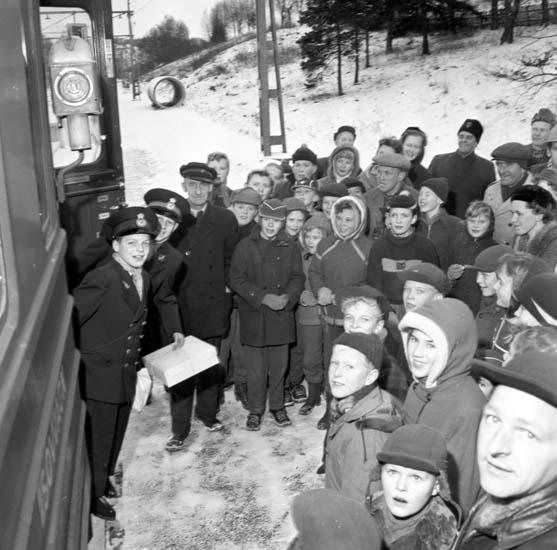 """Enligt notering: """"Alla mot alla på tåg SJ jippo för ungdom 12/12 -57""""."""