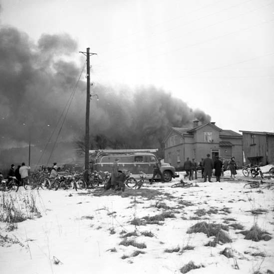 """Enligt notering: """"Branden vid Junohus 16/1 -58""""."""