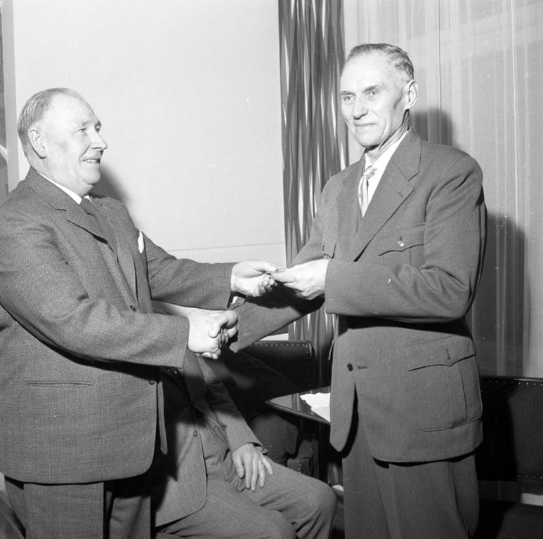 """Enligt notering: """"U-a Skyttekrets Årsmöte 28/1 1960""""."""