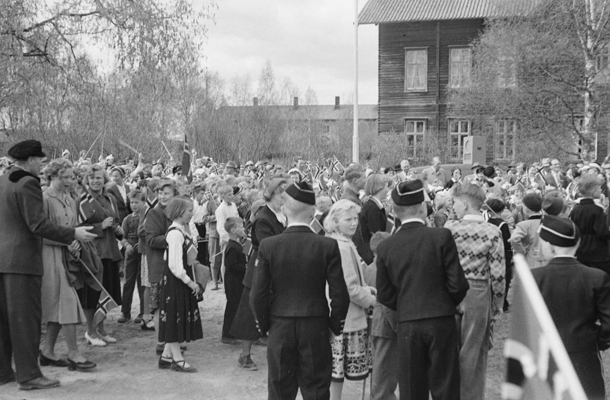 17. mai. Elverum.  1954. Folkemengde ved Folkvang.