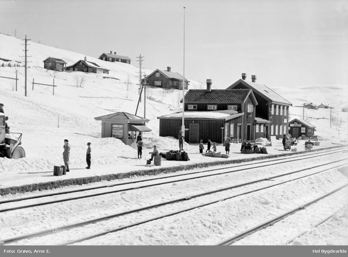 Ustaoset jernbanestasjon, vinter, Bergensbanen, snøfresar,kiosk