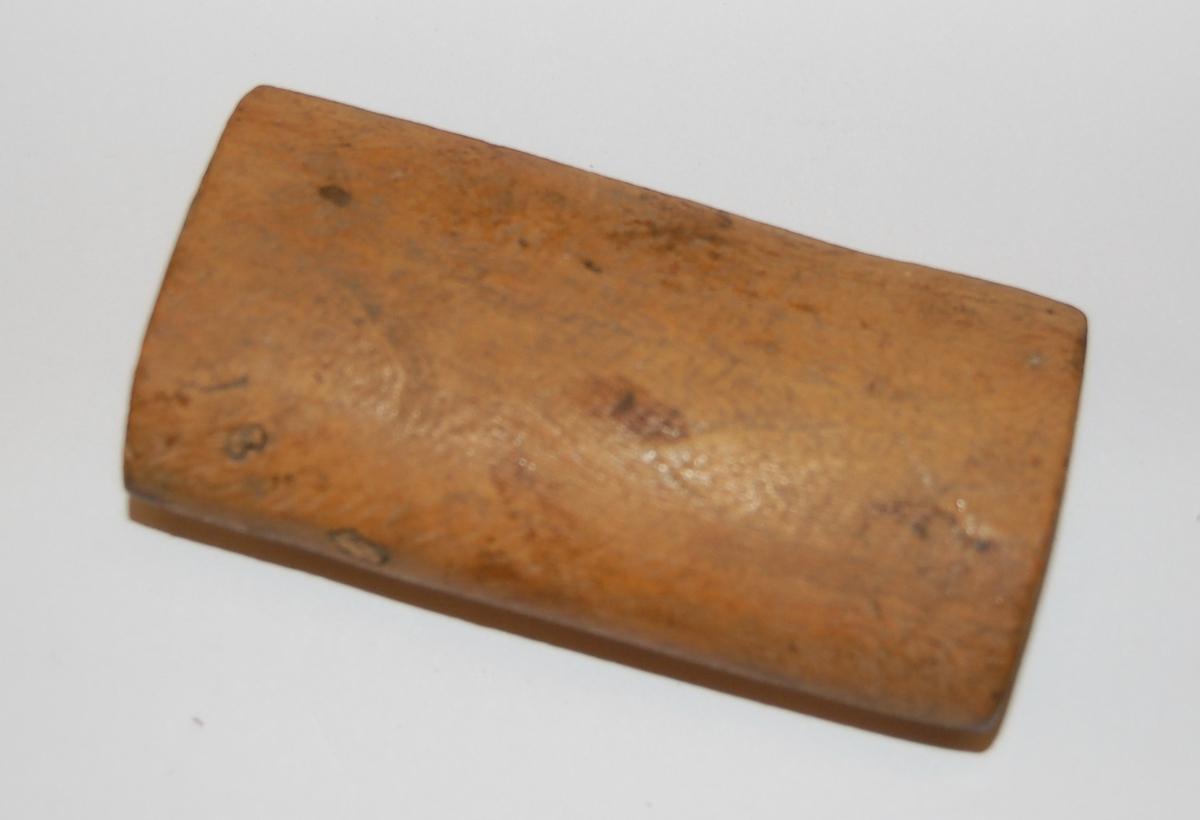Elipseformet trestykke (kjevle) til garnbitting.