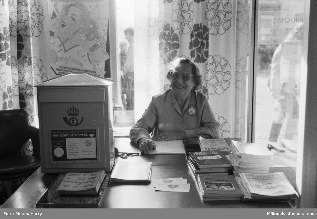 Frimärksdag i Lindome, år 1984.  Fotografi taget av Harry Moum, HUM, Mölndals-Posten.