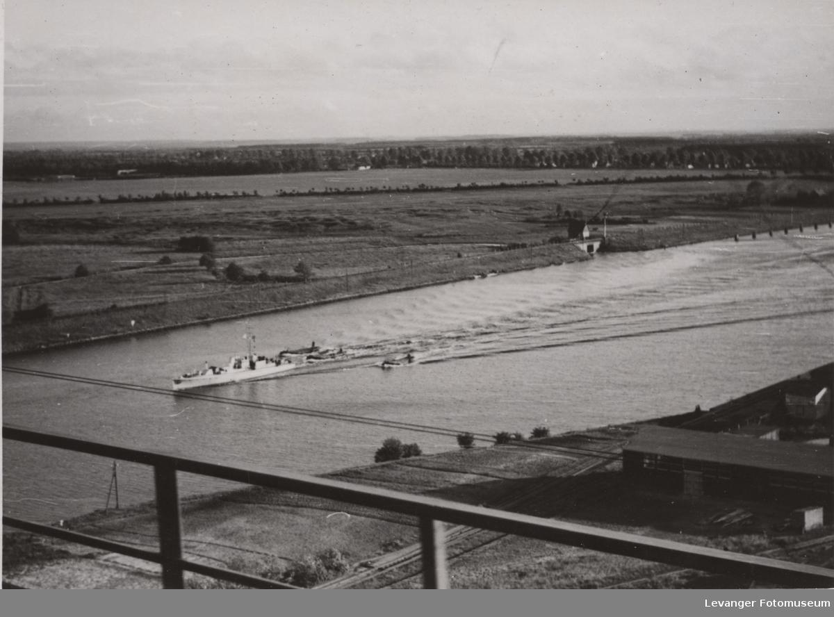 Oversiktsbilde fra Rendsburger Hochbrucke over Kielkanalen.