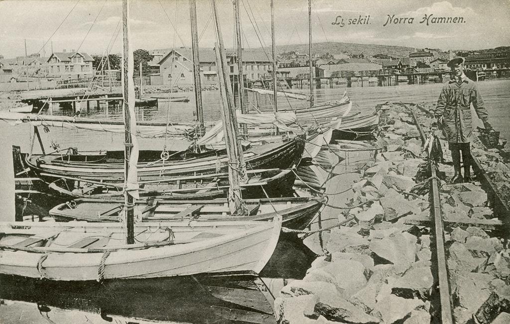 "Text på kortet: ""Lysekil. Norra Hamnen""."