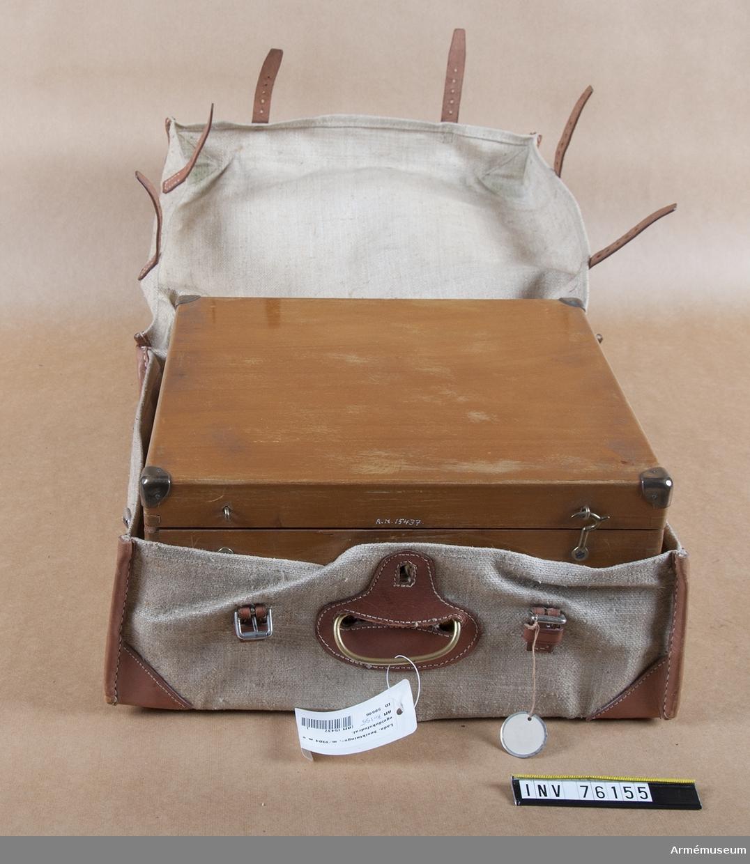 Grupp I:II. Besiktningslåda m/1904 med segelduksfodral, Mtb, för optiker.