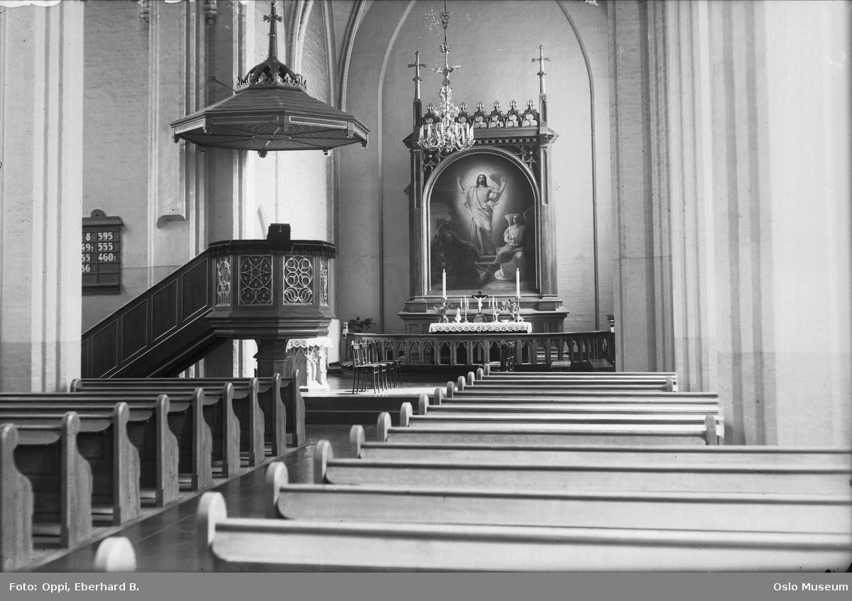 Vestre Aker kirke, interiør, alterring, alter, altertavle, prekestol, salmetavle, benker