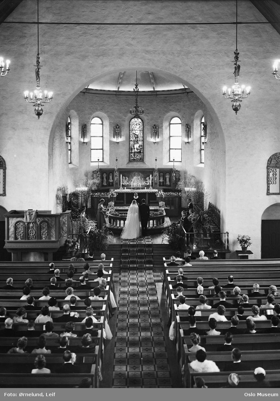 Ris kirke, interiør, bryllup, brudepar, prest, tilhørere