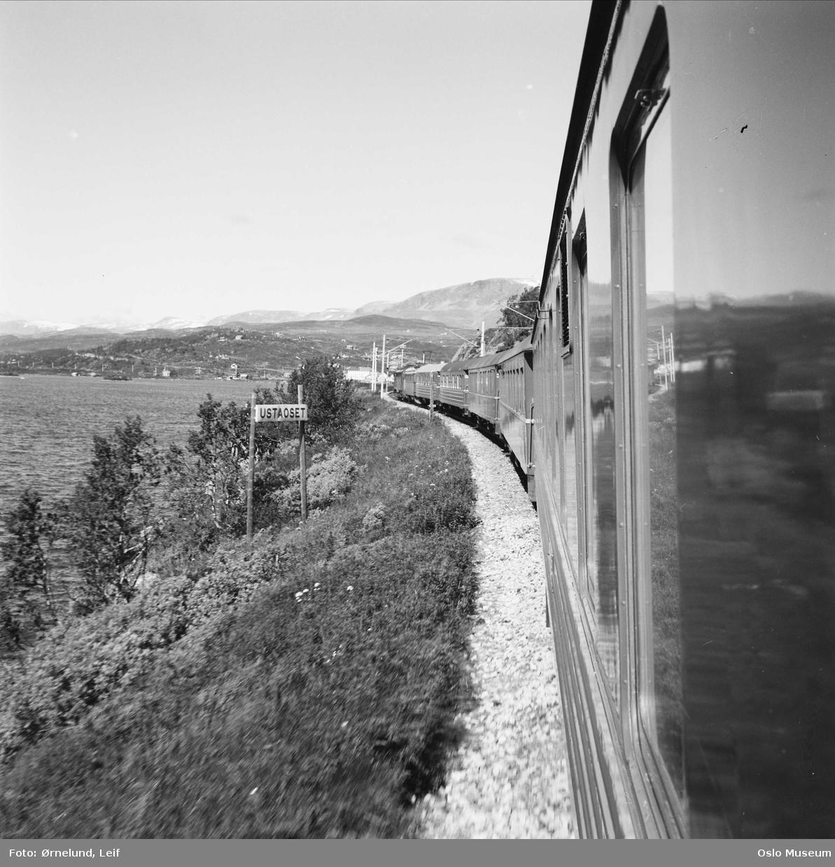 jernbanelinje, togsett, høyfjell, vann, skilt: Ustaoset