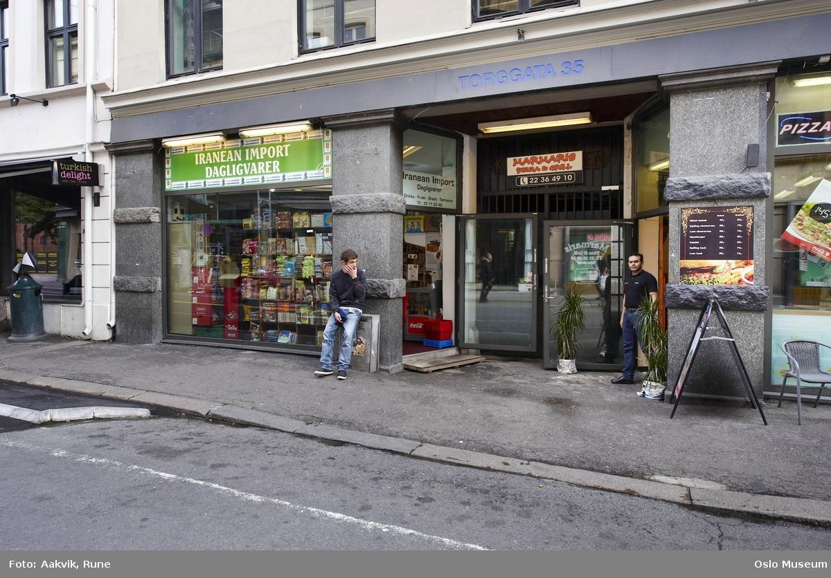 b3f34f95 Torggata, Iranean Import, butikk, kafe, pizza, innehaver, gateløp, skilt