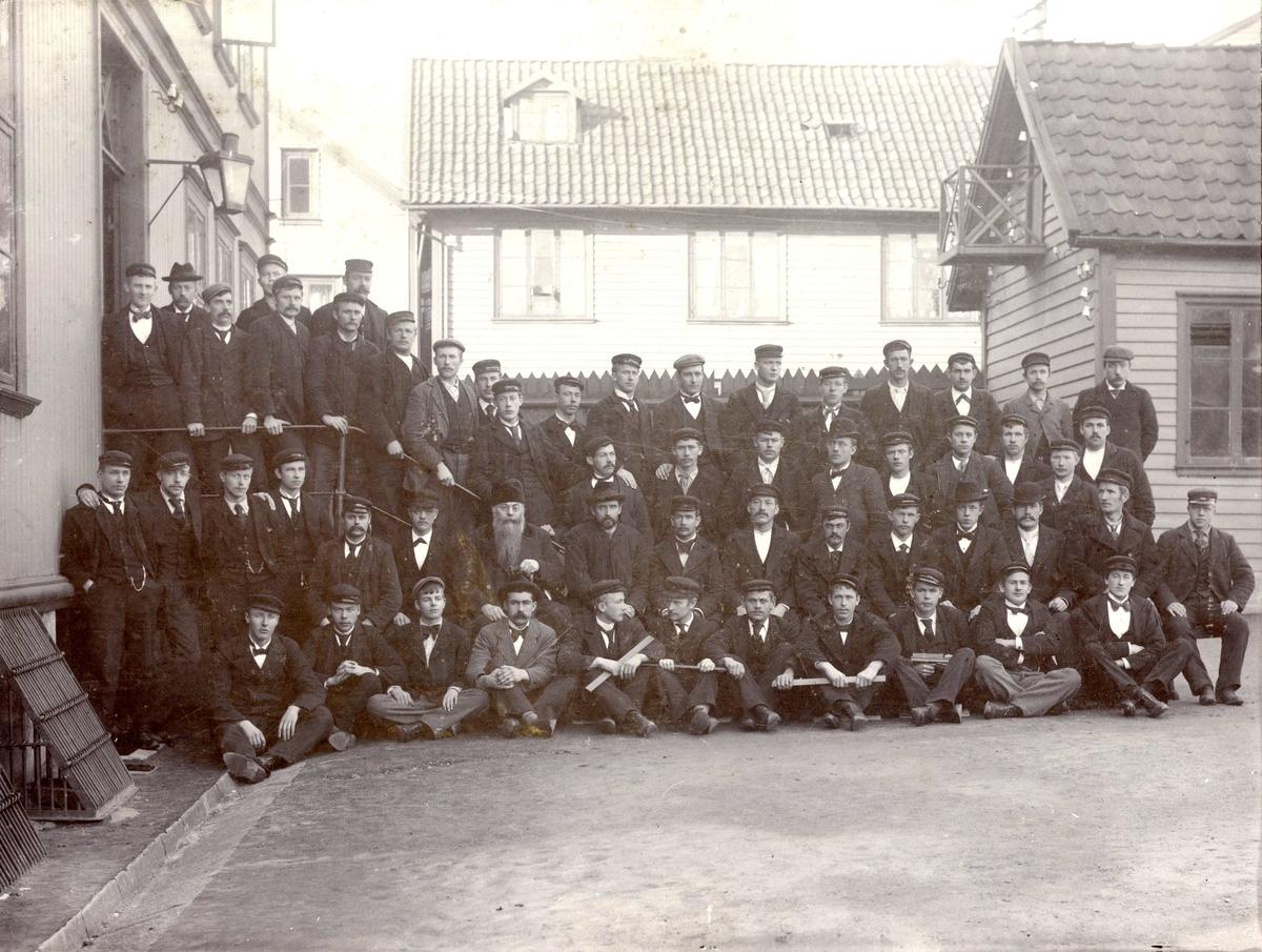 Skoleklasse ved Haugesund Navigasjonsskole.  Styrmannseksamen 1899.
