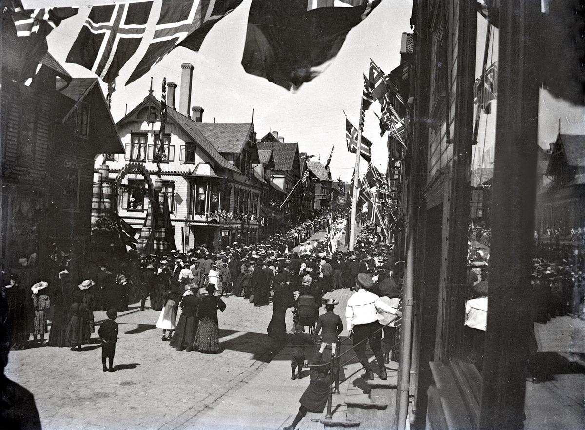 Bybilde - Kongebesøk i 1906. Haraldsgt. - Haugesund