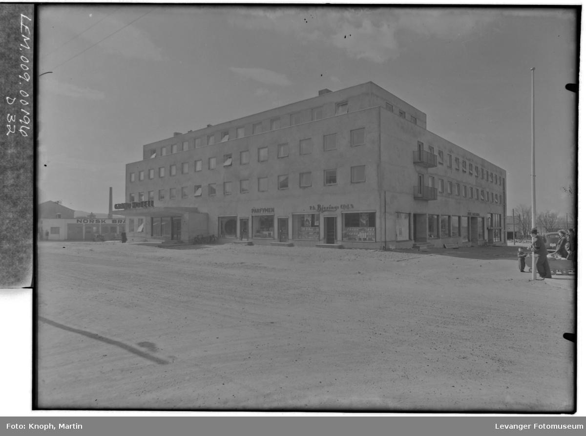 Grand Hotell, 1950  III