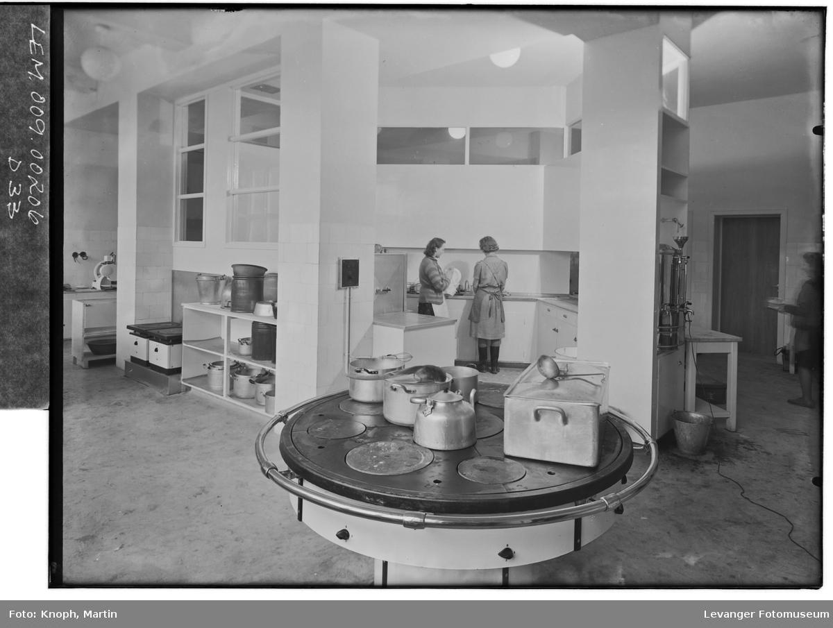 Fra Grand Hotell på Steinkjer, 1950.  XV