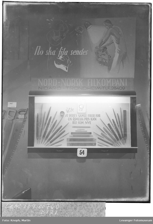 Fra fylkesutstillinga på Steinkjer, 1950. Nord-norsk Filkompani.  II