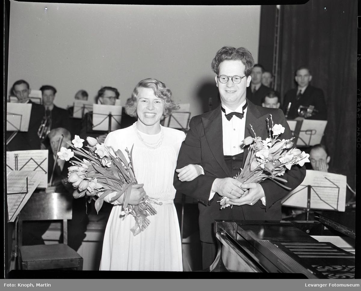 Torbjørn Dahl og pianist.