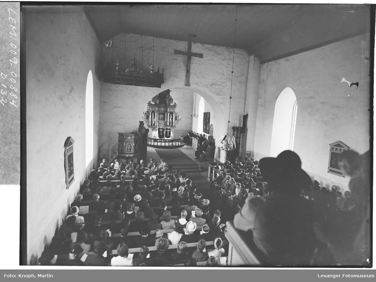 Innvielse av Mære kirke etter restaureringa  med Konge og Kronprins til stede  I