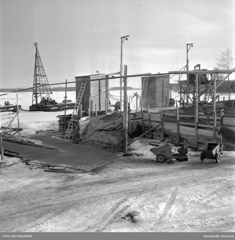 Brobygget till Skeppsholmen vid Lövudden är igång.