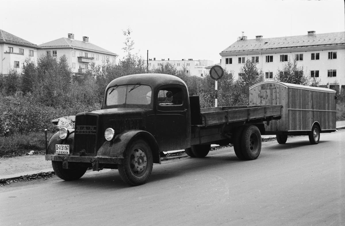 Lastebil med tilhengerbrakke. Storgata. Leiret, Elverum.