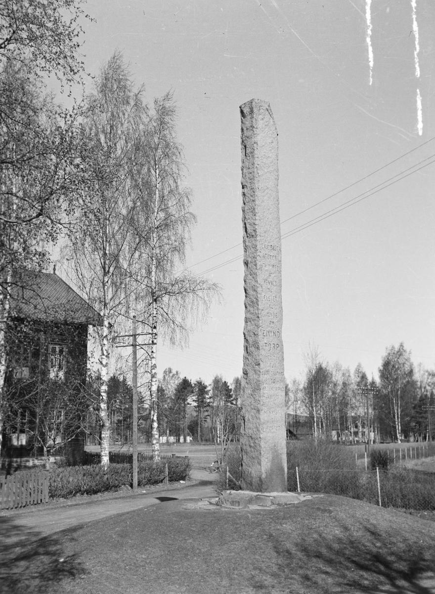 Minnebauta over Eivind Torp. Leiret, Elverum.