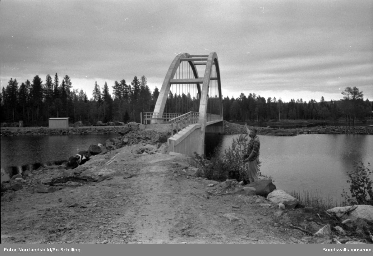 Felplacerad bro i Överturingen. Fotograferat för Expressen.