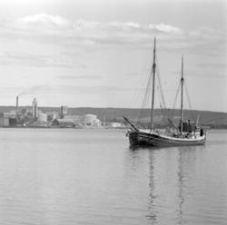 Båtrusch i Sundsvalls ham en midsommarhelg på 1950-talet. Va