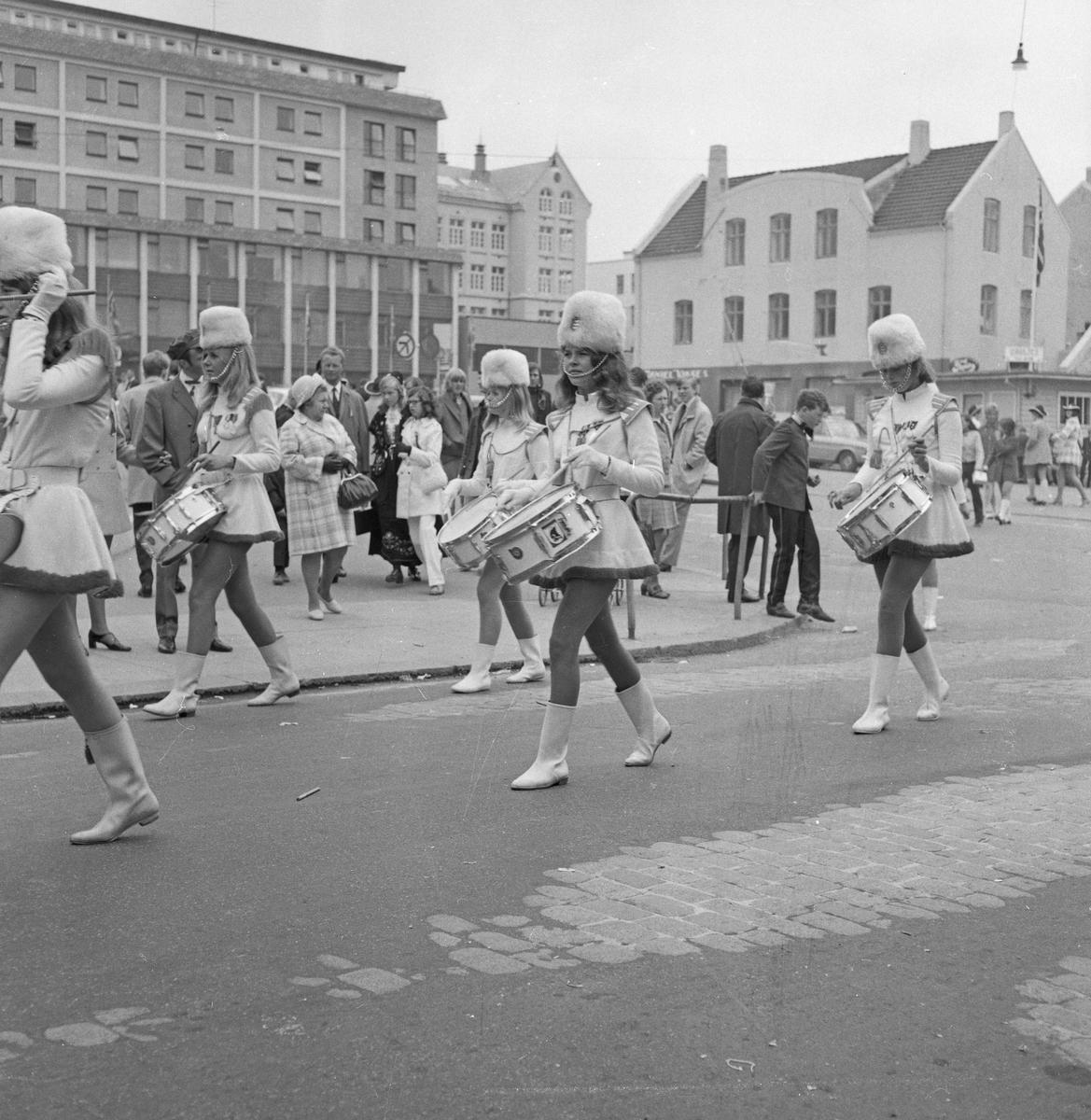 17. mai - 1970. Del 1 av 4. Barne- og russe-tog.