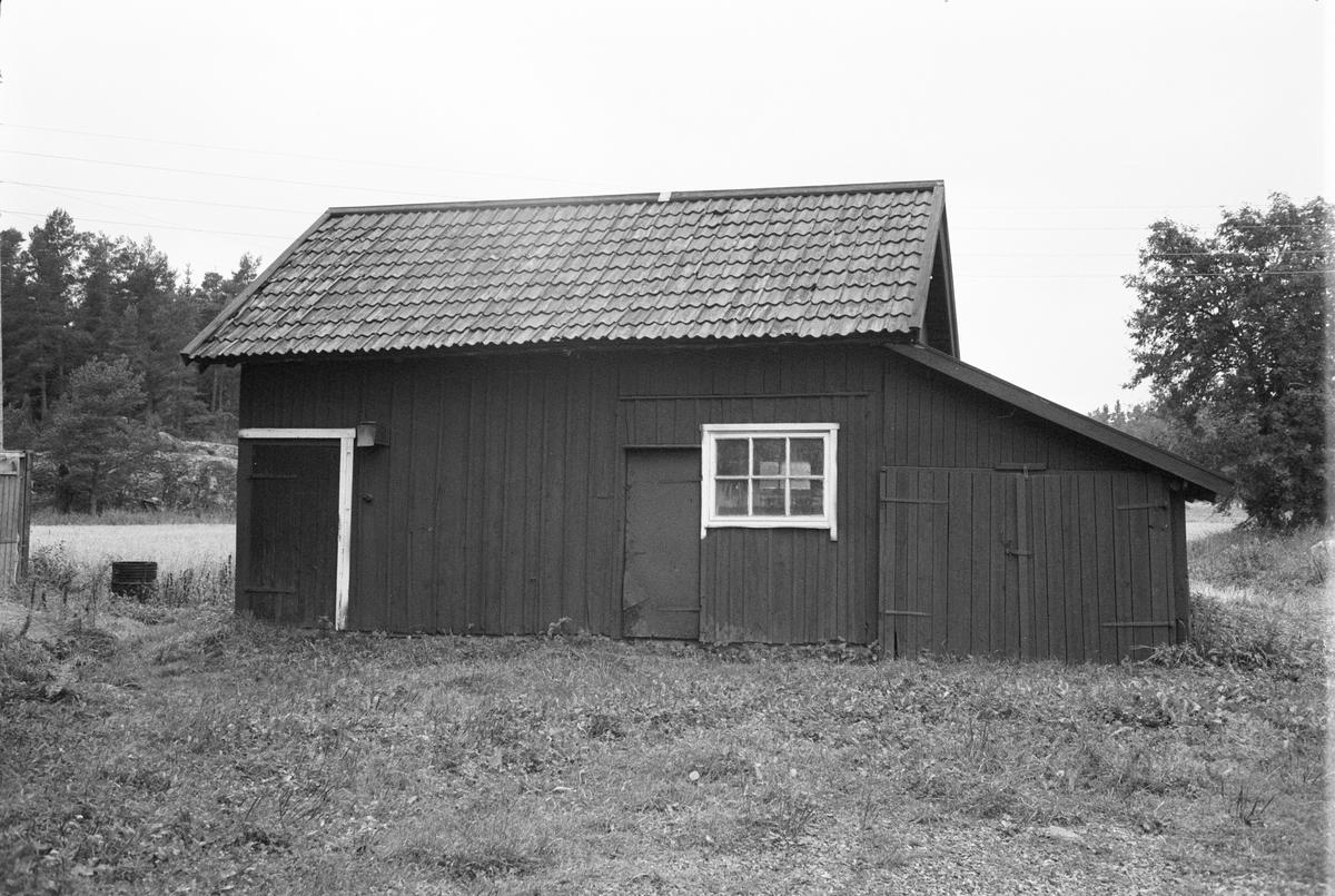 Fähus, Årby 1:4, Tätorp, Rasbokils socken, Uppland 1982