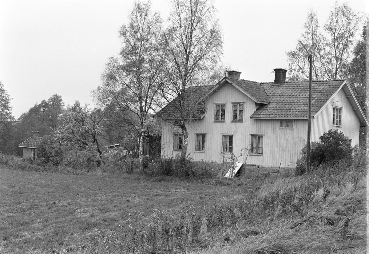 Bostadshus, Holmbro 3:7, Skogs-Tibble socken, Uppland 1985