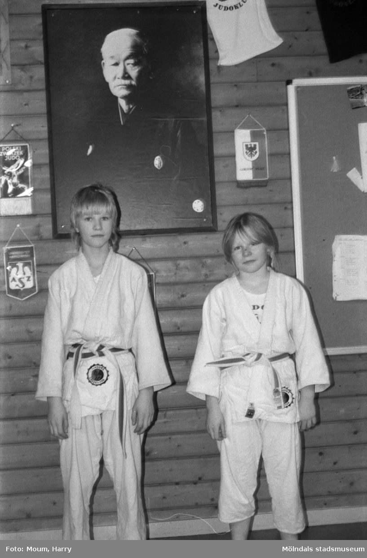 Fotografi från Lindome Judoklubb, år 1985, taget av Harry Moum, HUM, Mölndals-Posten.