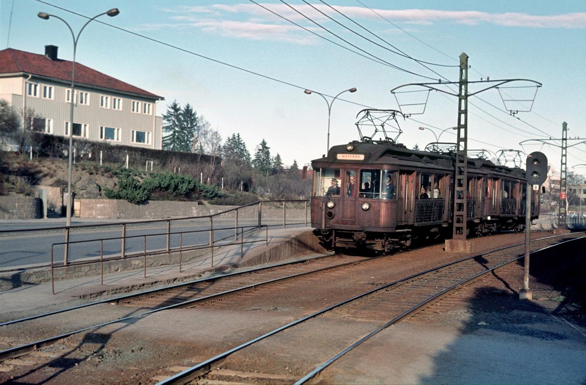 A/S Holmenkolbanen. Røabanen. Smestadbanen. Vogn 41 og 42, type 1914 (Skabo, Westinghouse, HKB verksted). Borgen stasjon.