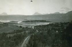 Seines. Veien mot Seines. Utsikt mot Herjangen, Trollvik. B